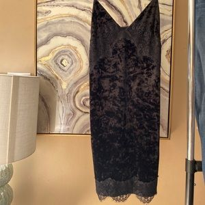 TOPSHOP LBD made up velvet with lace trimming